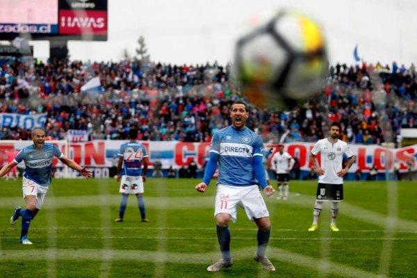 Luciano Aued y su gol de penal le volvieron a dar una victoria a la UC en un clásico ante Colo Colo tras tres años de sequía / Foto: Agencia UNO