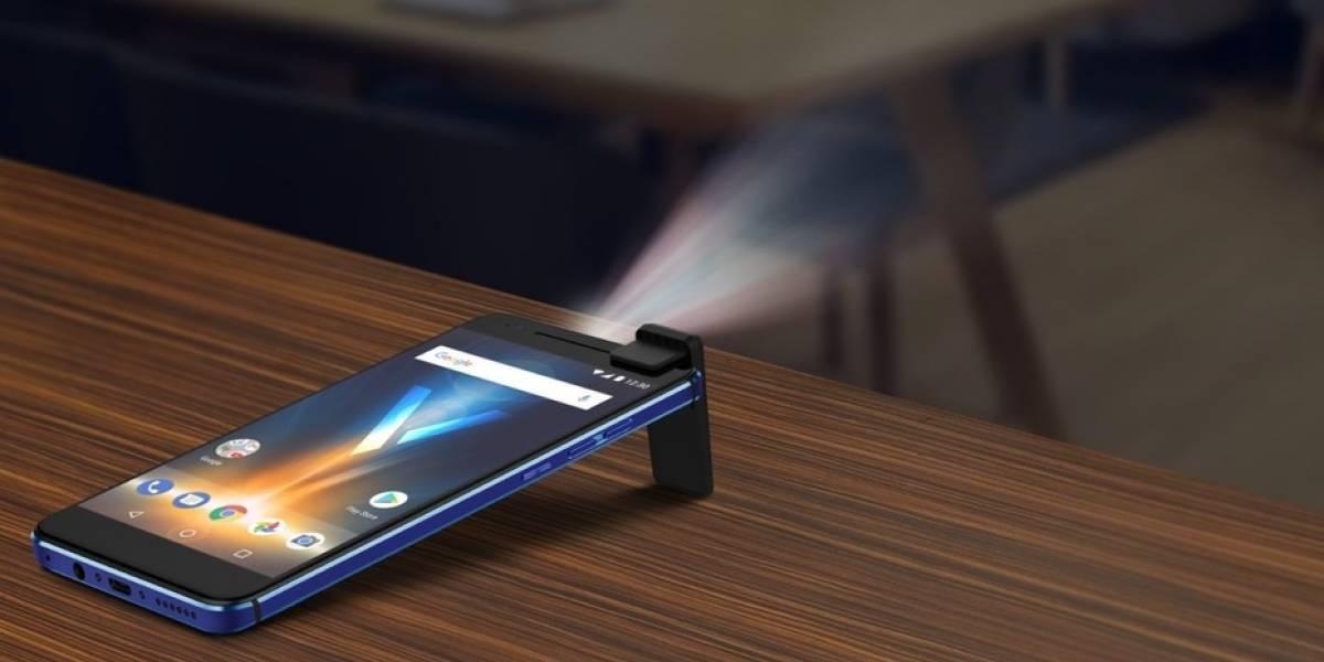 Revisamos el nuevo smartphone que cuenta con un proyector integrado en su diseño