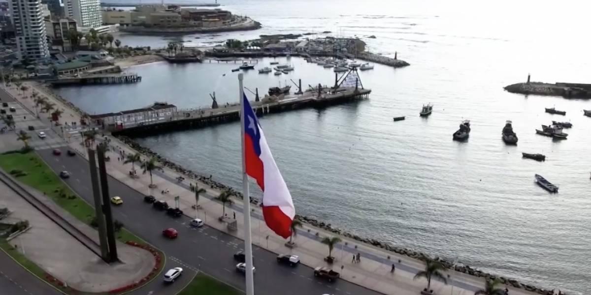 """""""Prohibido dar lo que se ganó en batalla"""": la pegajosa canción con que concejal de Antofagasta explica la disputa entre Chile y Bolivia en La Haya"""