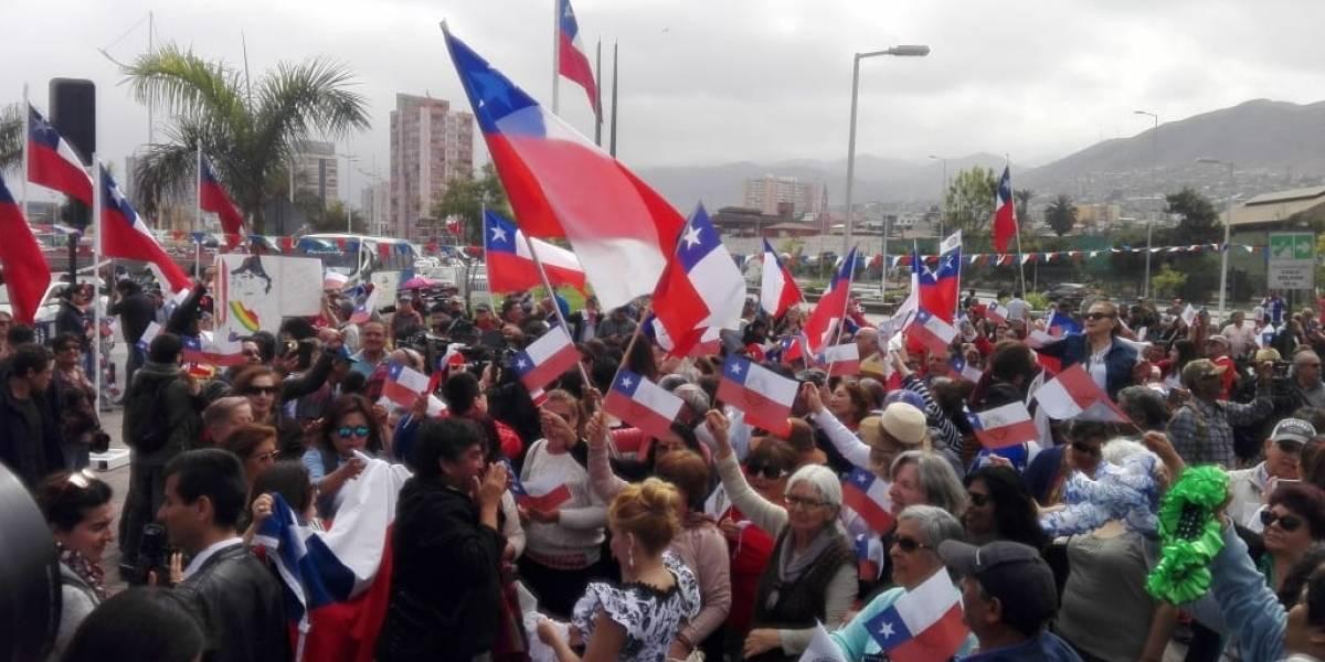 """""""Ese mar que tranquilo te baña"""": antofagastinos celebraron triunfo de Chile en La Haya entonando el himno"""