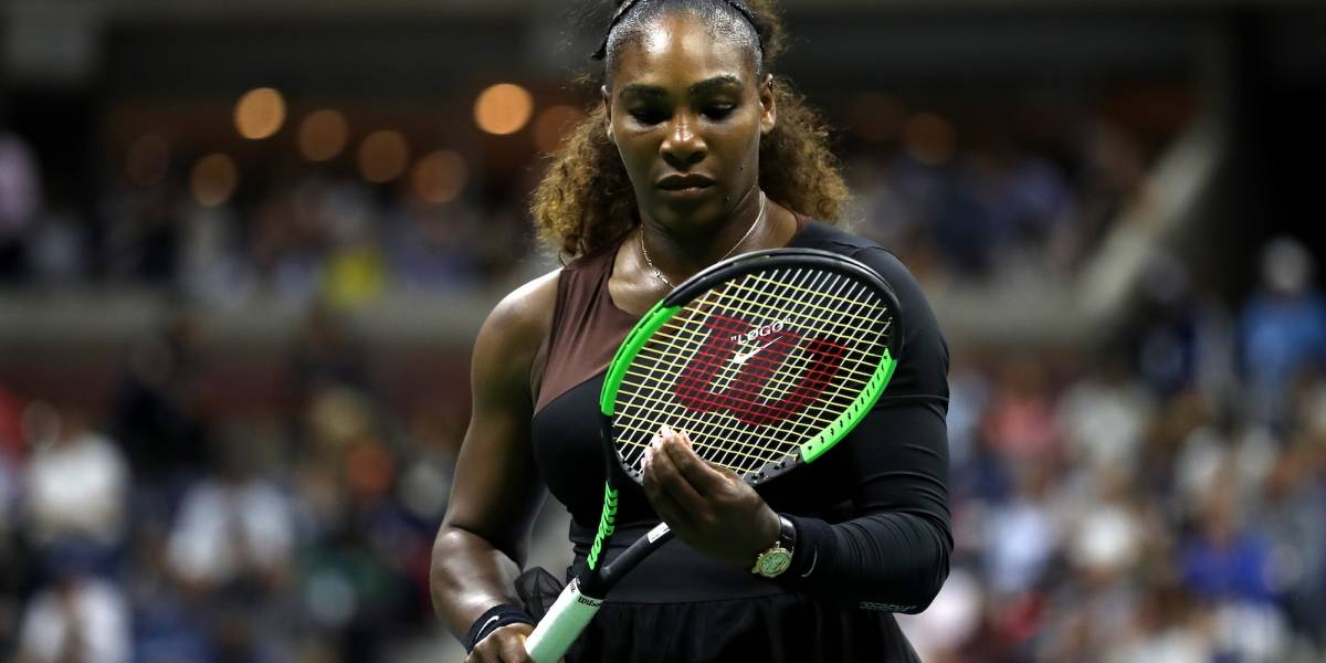 VIDEO: Serena Williams se despoja de la ropa