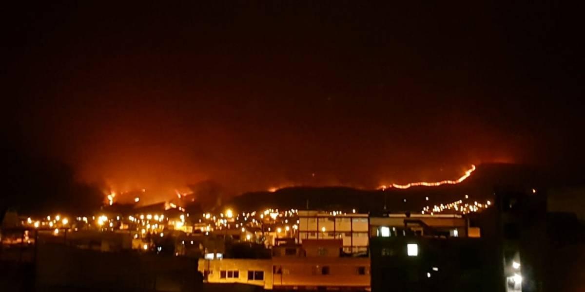 75 familias fueron evacuadas por el incendio forestal en el cerro Atacazo