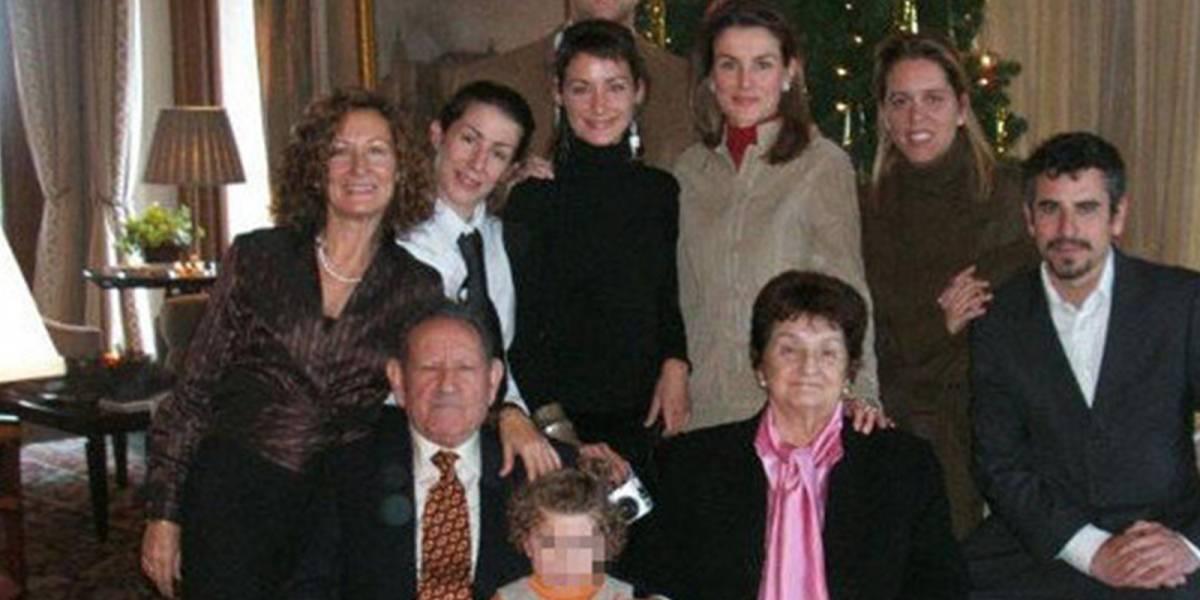 No sólo se lleva mal con su suegra: la rivalidad entre la reina Letizia y sus hermanas que separó a su propia familia