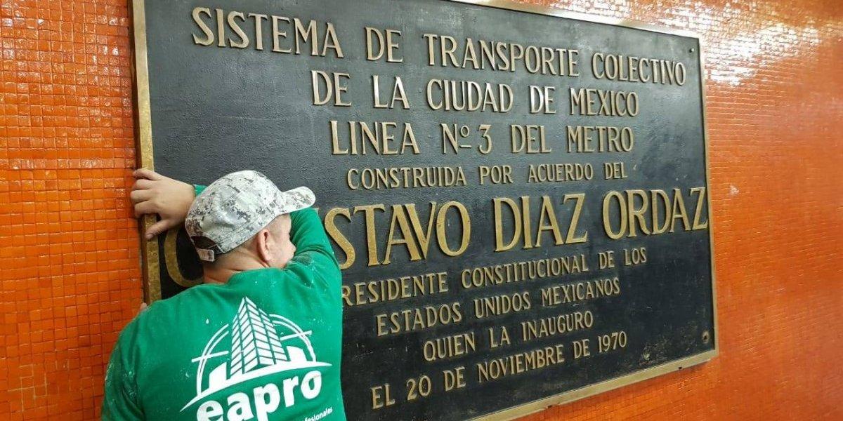 Quitan del Metro placas con nombre de Gustavo Díaz Ordaz