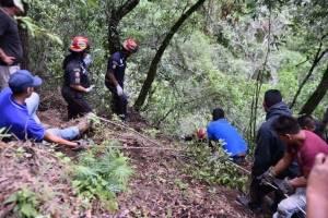 tres hombres mueren tras caer a barranco en Ciudad Quetzal