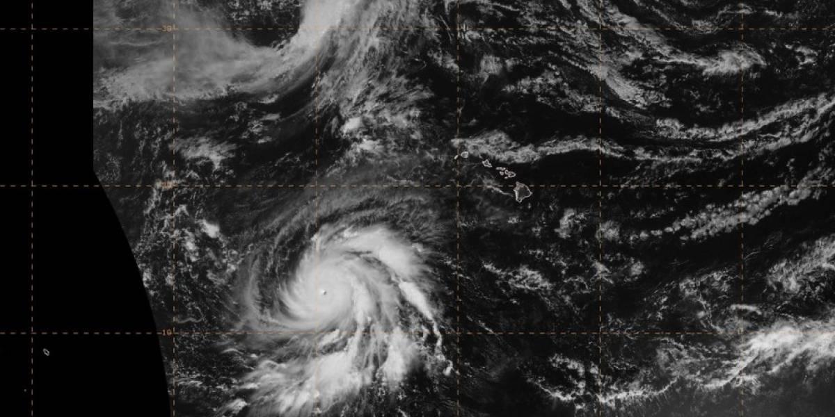 Walaka se convierte en poderoso huracán y se dirige hacia Hawai