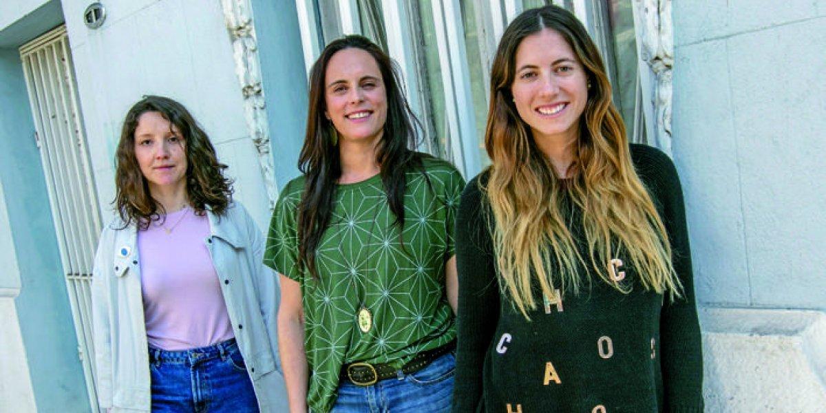 Tres mujeres que la están llevando: conoce el recambio del arte chileno