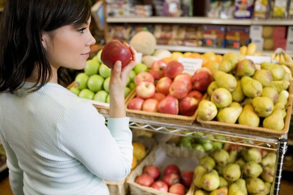 Las frutas como la manzana, la papaya, el mangó, las chinas y el kiwi también son ricos en antioxidantes que ayudan a prevenir el envejecimiento de la piel. / Thinkstock