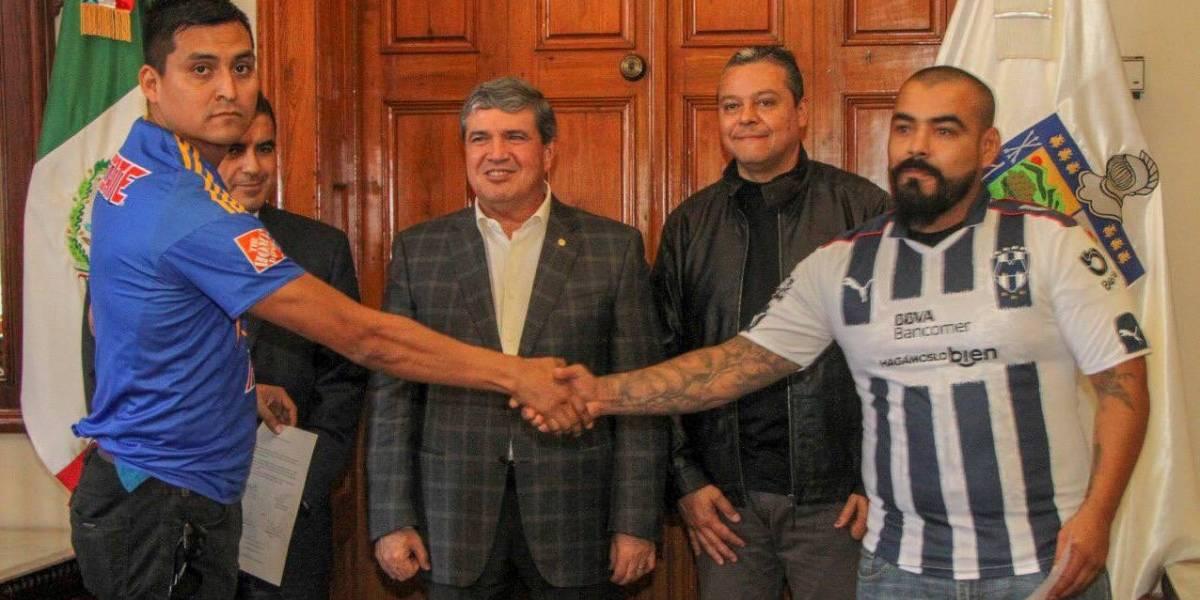 Barristas de Tigres y Rayados firman Pacto por la Paz