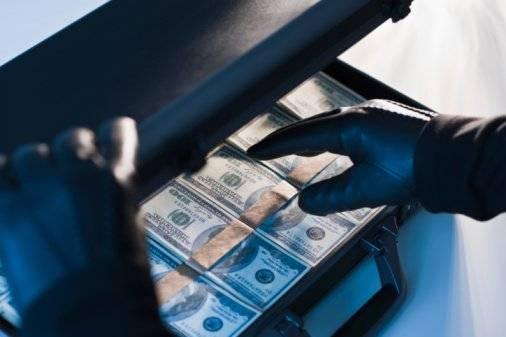 Un presunto policía motorizado habría participado en el asalto y robo de $ 25.000 a empresario en Guayaquil Getty Images