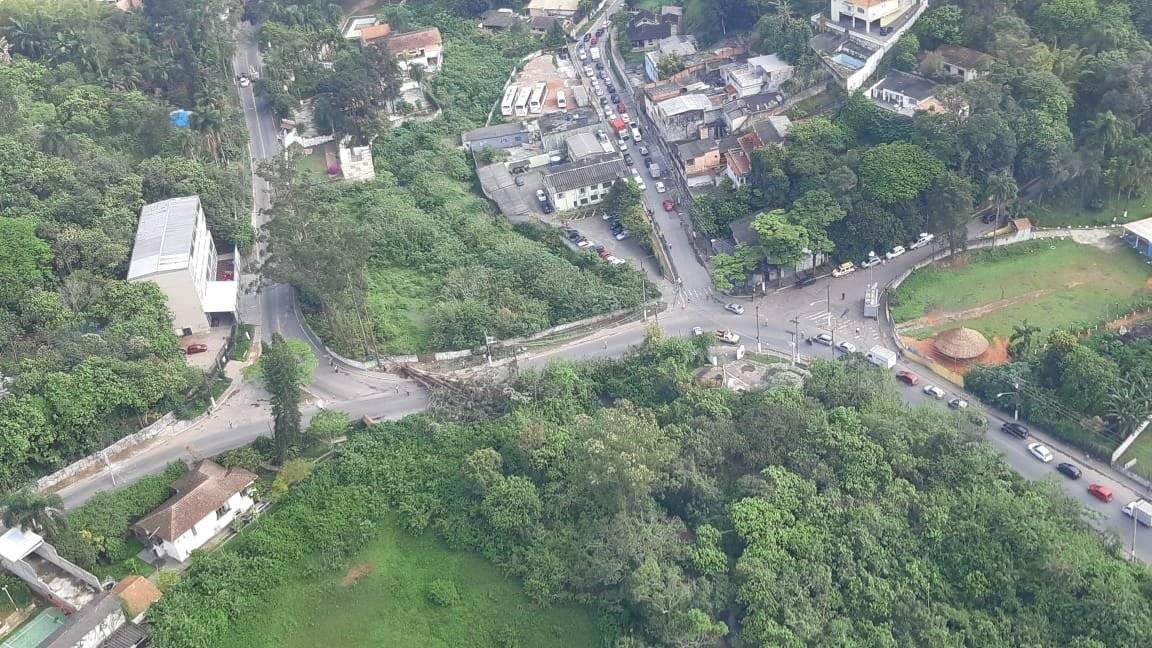 Estrada do Alvarenga árvore caída