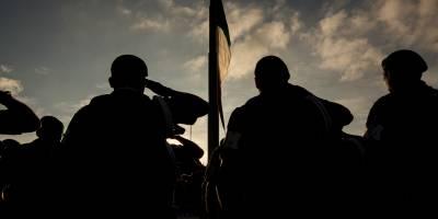 Izan bandera en el Zócalo en memoria de estudiantes del 68