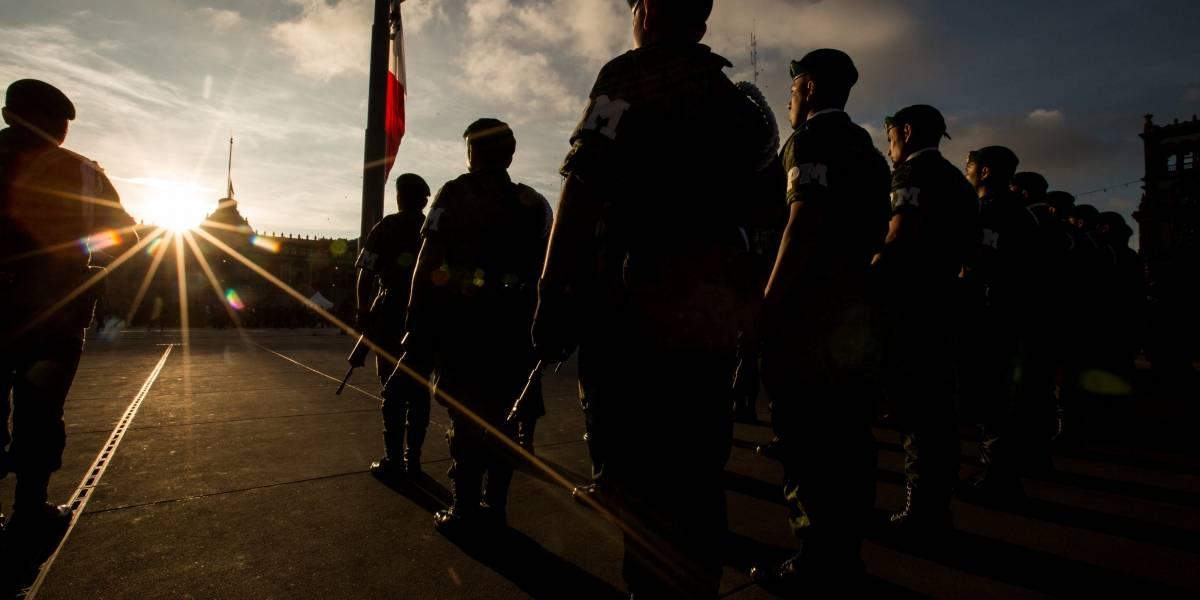 Izan bandera a media asta en el Zócalo en memoria de estudiantes del 68