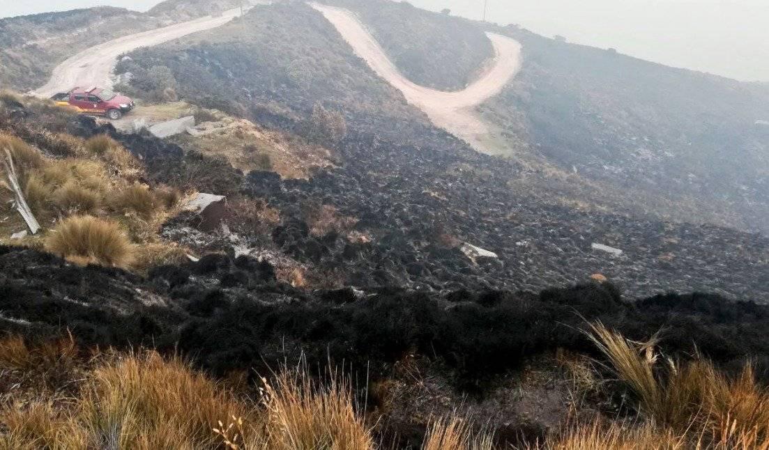 Más de 800 hectáreas consumidas en incendio forestal en cerro Atacazo Twitter Bomberos Quito