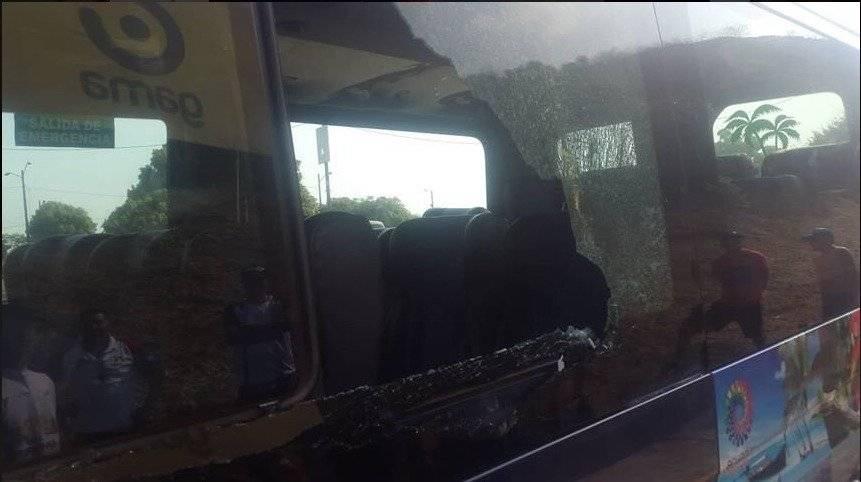 Bus con hinchas de Liga de Quito fue atacado con piedras Twitter