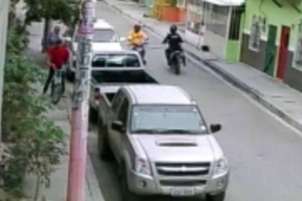 Un presunto policía motorizado habría participado en el asalto y robo de $ 25.000 a empresario en Guayaquil
