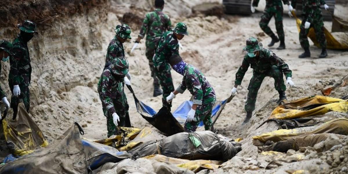 Cifra de víctimas por terremoto y tsunami en Indonesia sigue en aumento