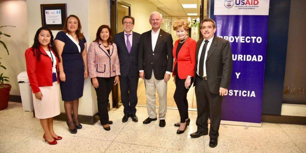 Congresistas estadounidenses se reúnen con jefa del MP y ministro de la Defensa