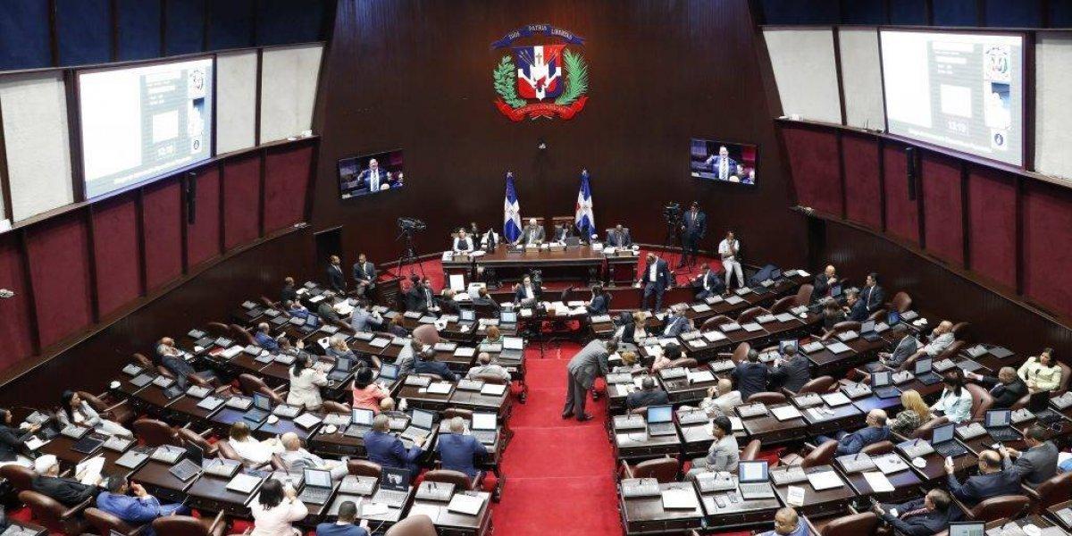 Diputados aprueban proyecto de ley que crea programa audición en recién nacidos