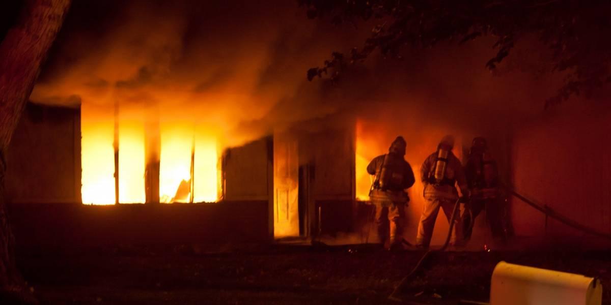 Se quema una casa en Peñuelas