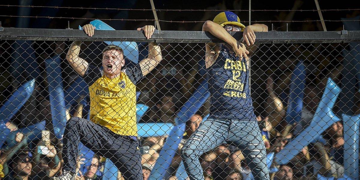 VIDEO: Aficionado de Boca Juniors cae de la malla de 'La Bombonera'