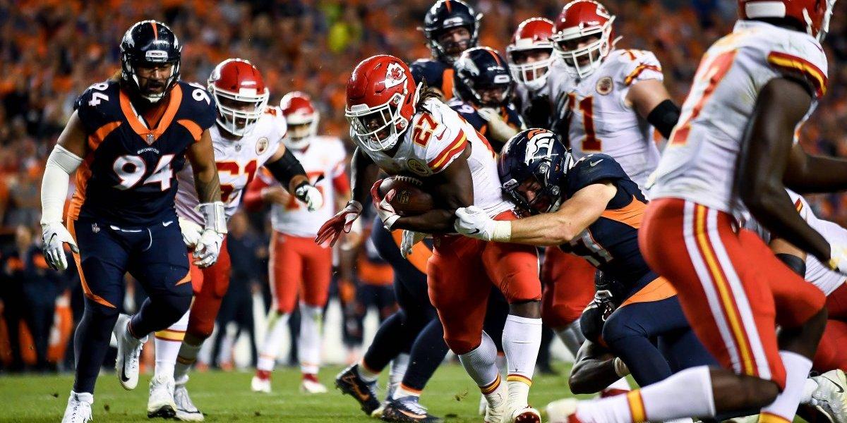 Chiefs mantiene su invicto tras remontar a Denver