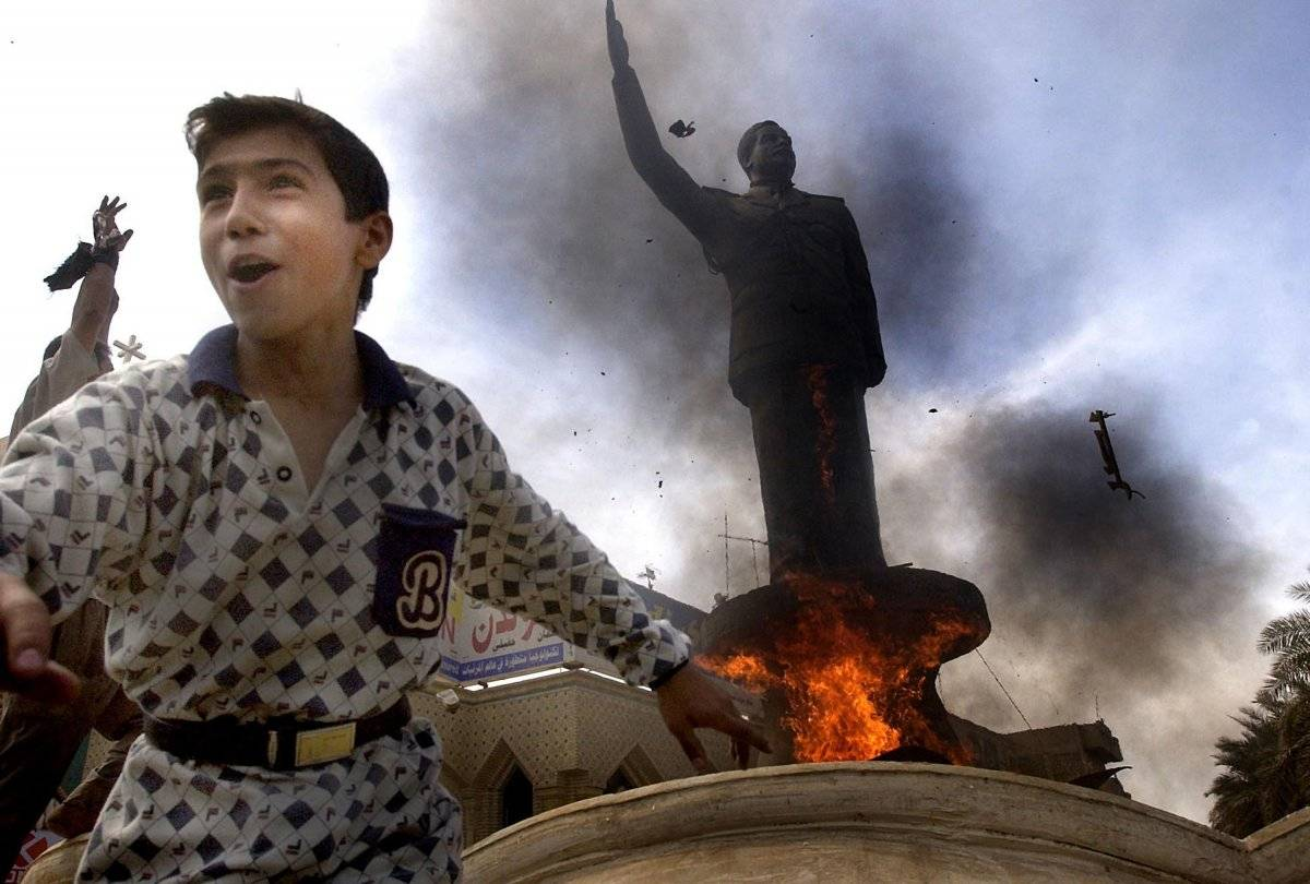 Derribo de la estatua de Saddam Hussein