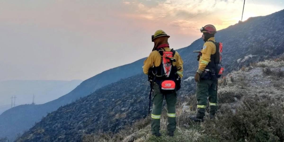 Incendio en el cerro Atacazo está controlado, según los Bomberos de Quito