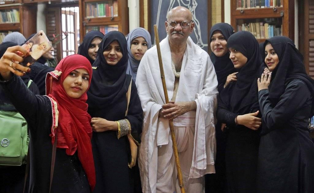 Gandhi practicó la vieja norma de predicar con el ejemplo y decidió vivir exactamente lo que propugnaba para los demás. Foto: AP