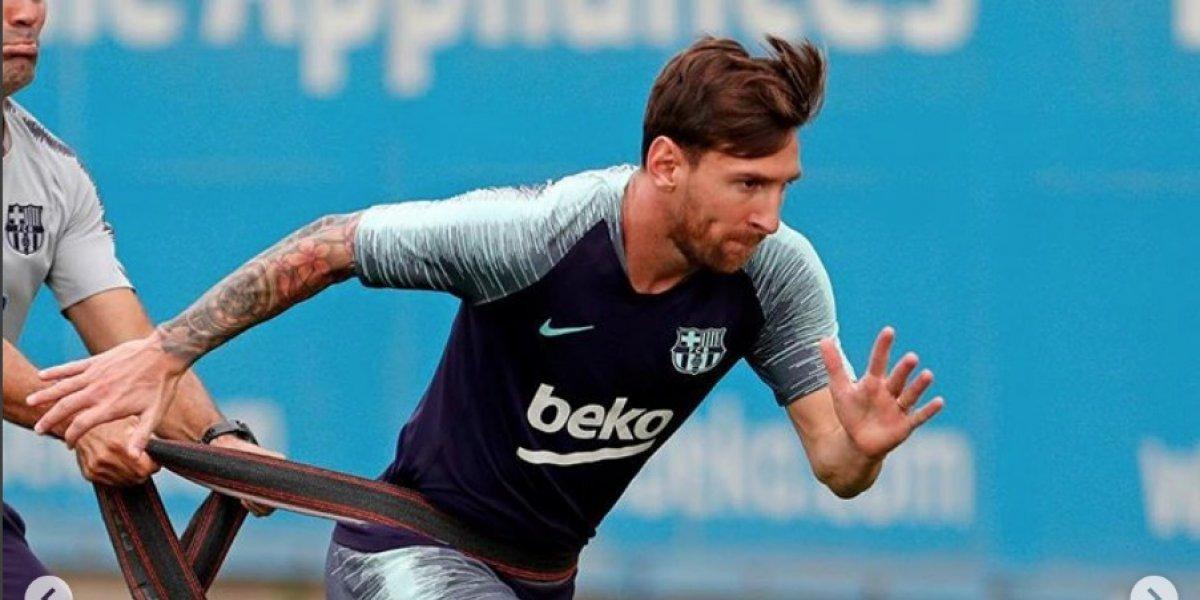 VIDEO. Messi viaja por la Champions y su vestimenta causa furor en ... 6e2a3f00354