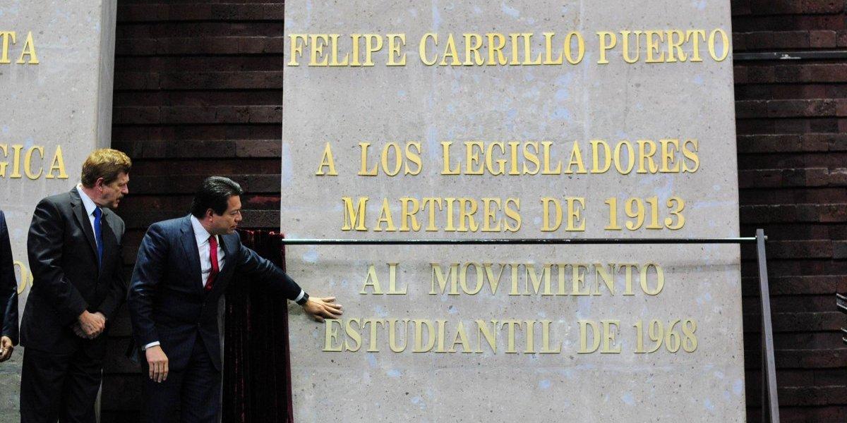 Diputados y senadores develan letras de oro por el movimiento del 68