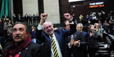 """""""AL Movimiento Estudiantil de 1968"""", develan leyenda con letras de oro en el Senado"""