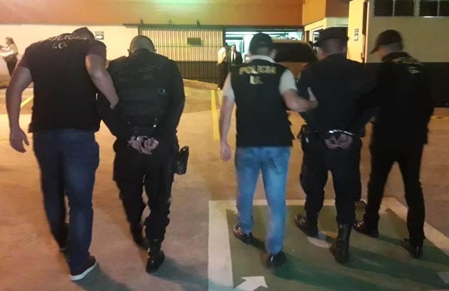 agentes de PNC capturados en Mixco por cobrar soborno