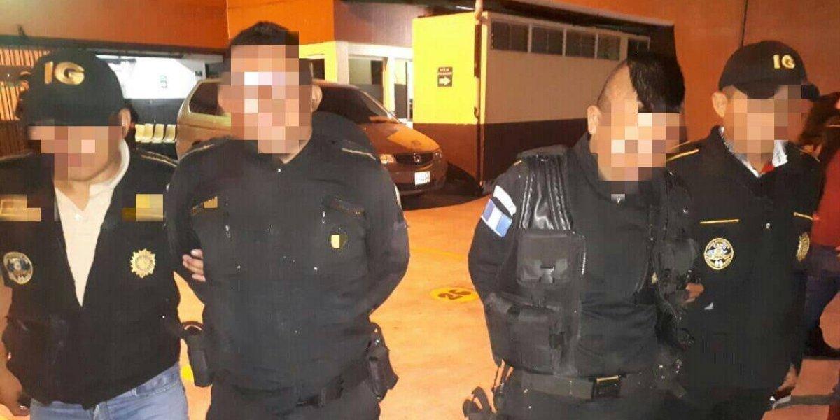 Capturan a agentes de PNC señalados de exigir soborno a transportista en Mixco