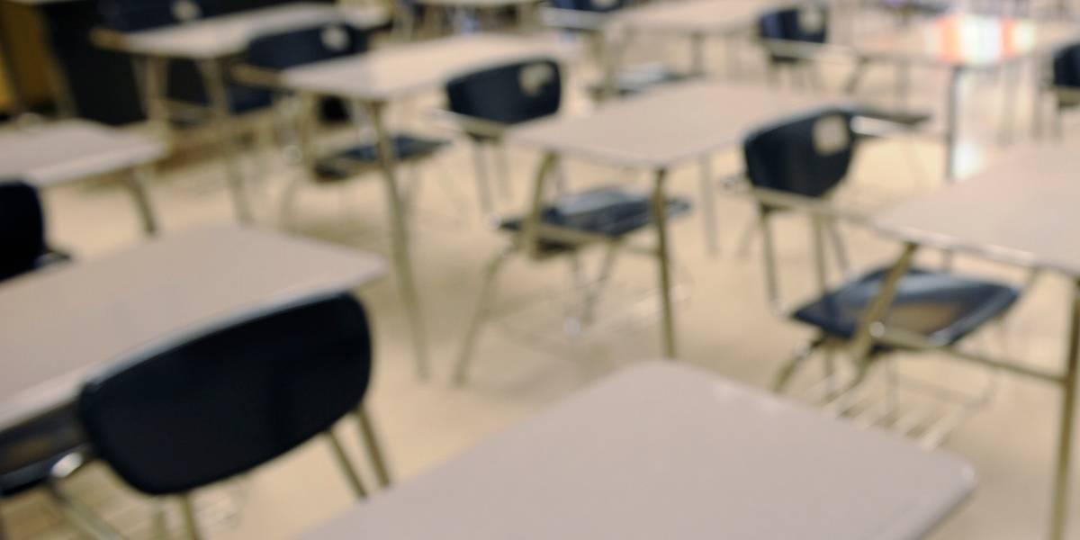"""Adolescente de 16 años besó y abrazó a su polola de 13 en la escuela y ahora deberá pasar más de 4 años en la cárcel por """"agresión sexual"""""""