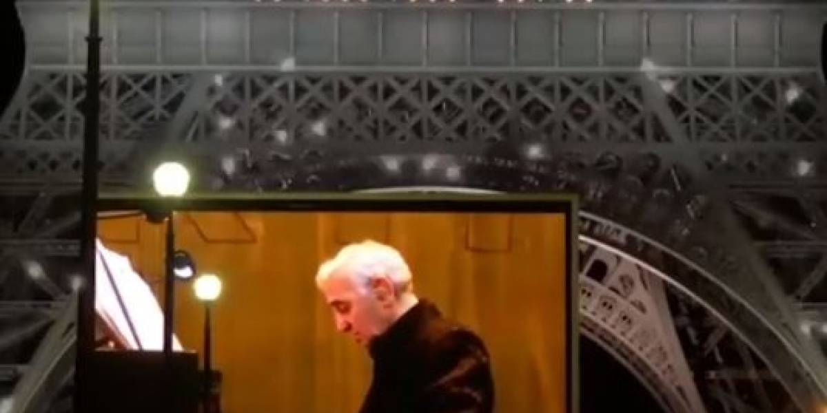 La Torre Eiffel brilló en honor a Charles Aznavour