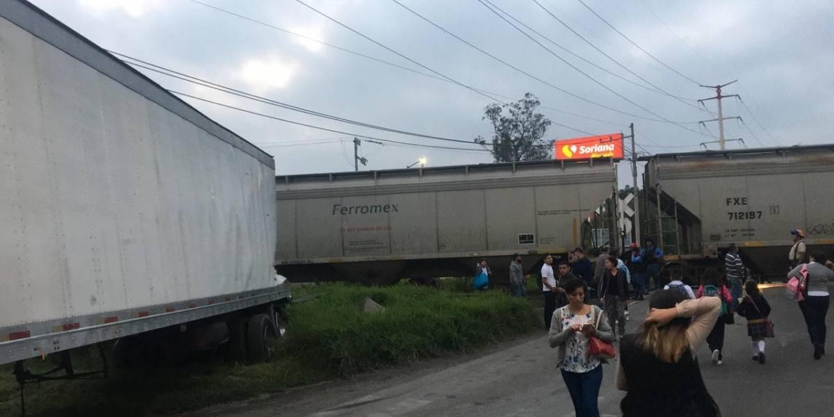 Choque de tren desquicia la zona Valles de Tlajomulco