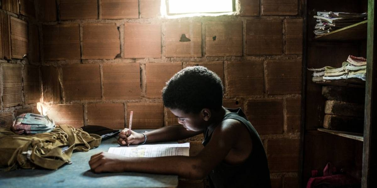 Brasil não precisa ficar rico para dar salto de qualidade na educação, diz diretor da OCDE
