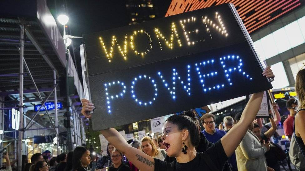 Arrestaron a Emily Ratajkowski en una manifestación en Washington
