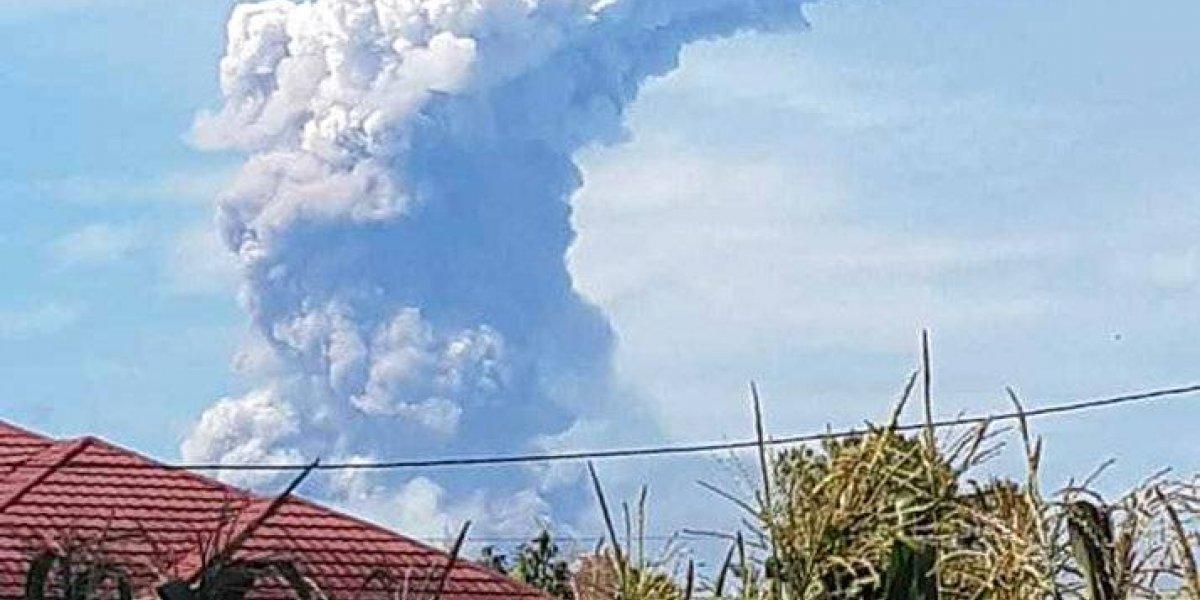 No hay tranquilidad para Indonesia: volcán hace erupción en la misma isla sacudida por terremoto y tsunami