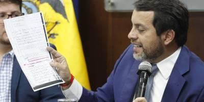 """Ministro de Justicia muestra videos de """"visita irregular"""" de Sofía Espín a Diana Falcón"""