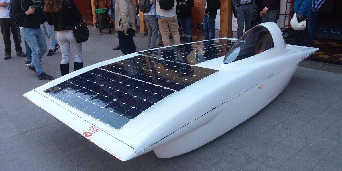 """¿""""Rayo McQueen"""" chileno? Este es el vehículo con que ingenieros nacionales pretenden ganar la Carrera Solar Atacama 2018"""
