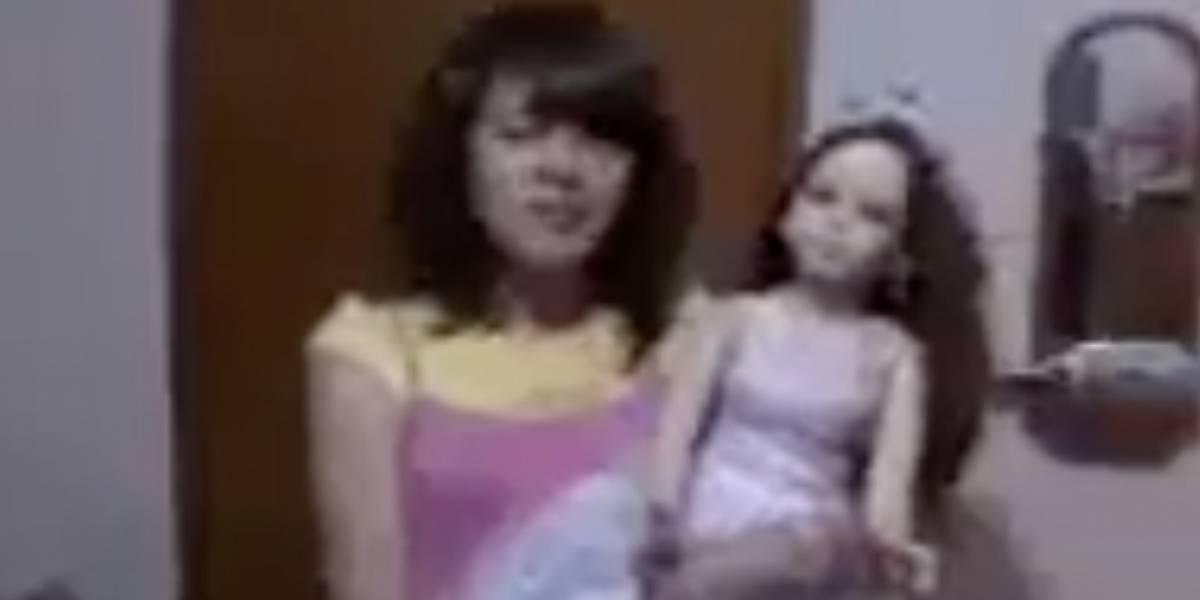 Niña quiso ser youtuber y en un video su muñeca movió la cabeza sola