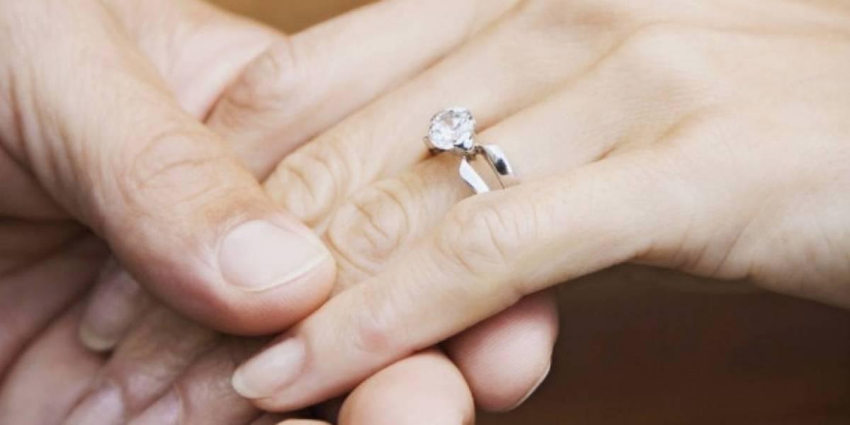 ¿Dirías que sí?: fingió su muerte tras un accidente en moto y cuando su novia llegó desconsolada al lugar se puso de rodillas y le pidió matrimonio