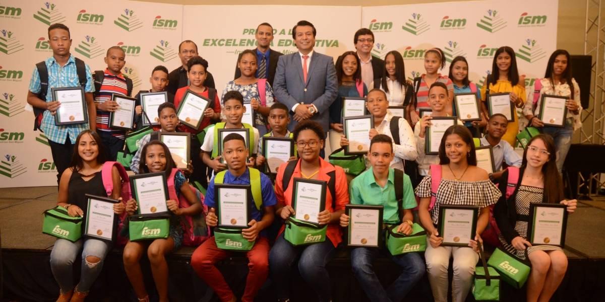 ISM entrega premio a la Excelencia Estudiantil 2018