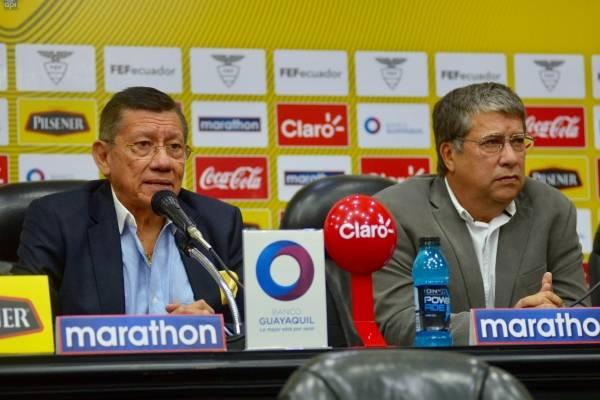 Carlos Villacís, presidente de la FEF, y el DT de la Tricolor, Hernán Darío Gómez