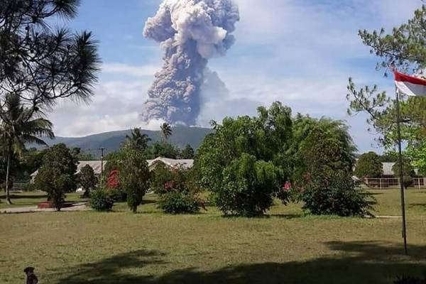 Erupción del volcán Soputan en Indonesia