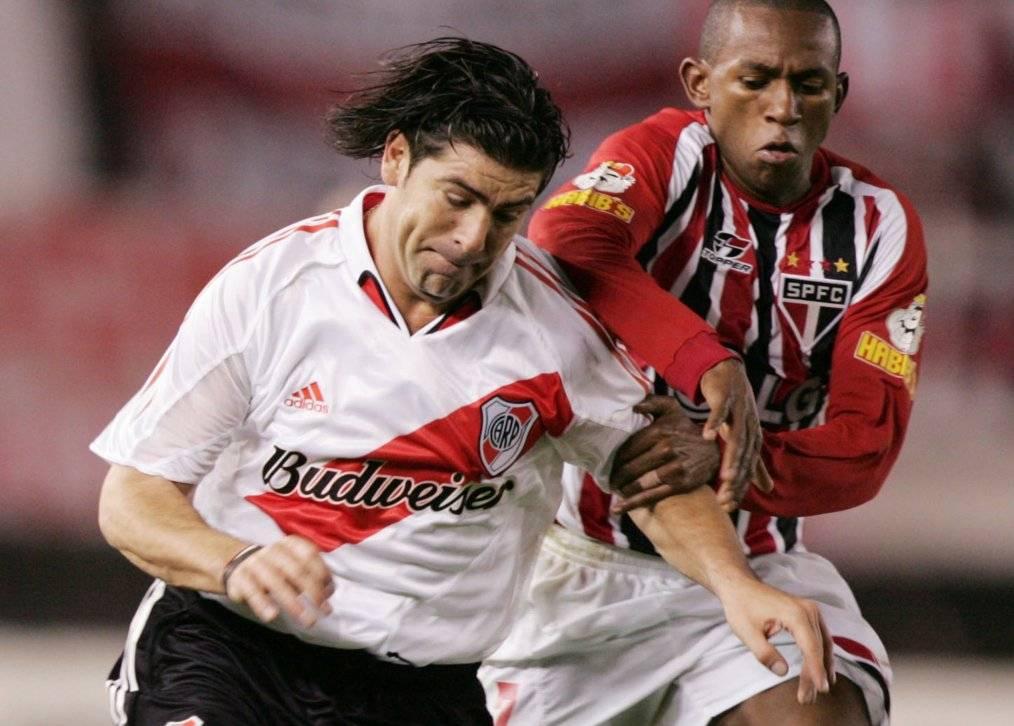 Marcelo Salas participó en tres campañas en las que River Plate llegó a semis de Libertadores. La última fue en 2005, con Sao Paulo como verdugo / Foto: AP