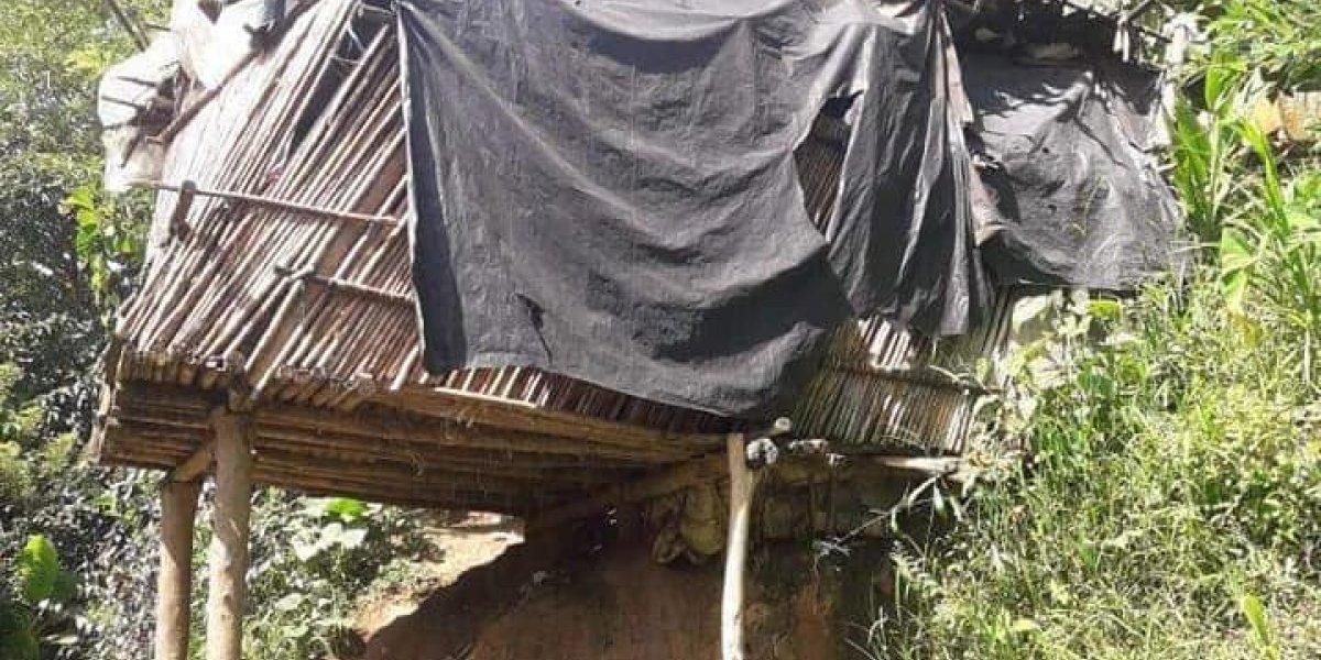 Tras conseguir terreno para que esta familia no viva en el aire, piden clavos y alambre para construir