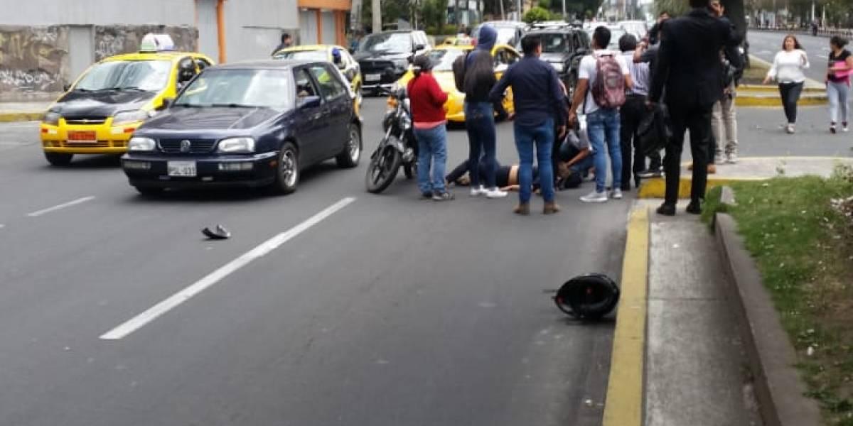 Video: Mujer quedó tendida sobre la Av. Amazonas y Rumipamba tras accidente de tránsito